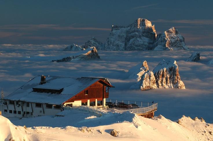 Rifugio Lagazuoi e un mare di Nuvole sopra Cortina Dolomiti