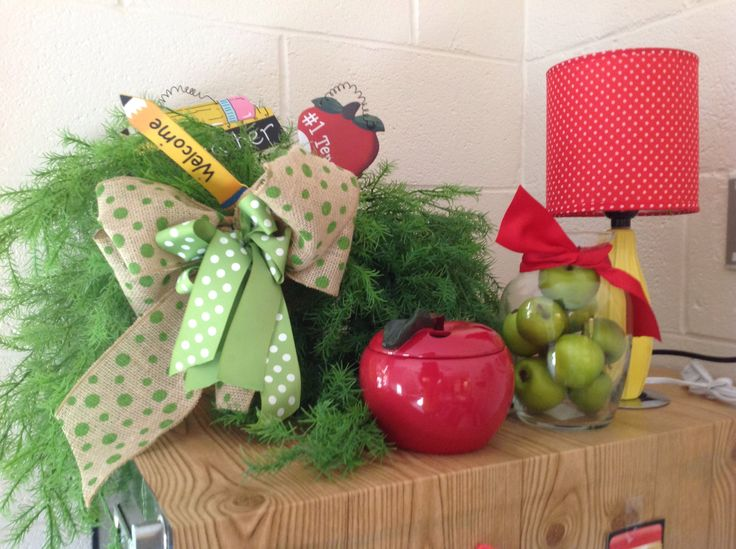 19 best images about apple theme classroom decorations on for Apple tree classroom decoration
