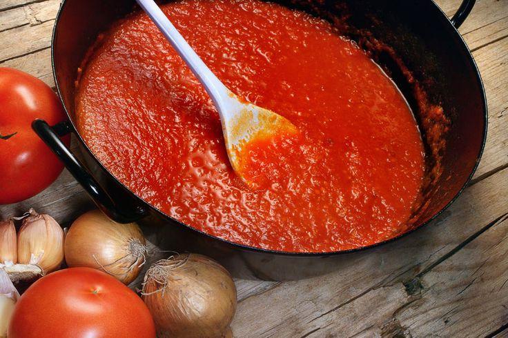 Blitzschnelle Tomatensauce mit Honig Tomatensauce zählt zu den Basics in meiner Küche. Bei dieser Ganzjahres-Saucenkreation, die ohne frische Tomaten auskommt, sorgen das intensive Aroma von getrockneten Tomaten und Tomatenmark in Kombination mit Honig für ein besonders feines, süßlich aromatisches Saucenerlebnis. http://einfach-schnell-gesund-kochen.de/blitzschnelle-tomatensauce-mit-honig/