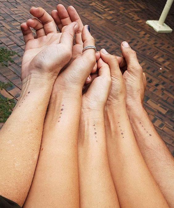 Her Anınızda Yanınızda Olan En Yakın Arkadaşlarınızla Yaptırabileceğiniz 36 Küçük Dövme – Gülce Tümsekçalı