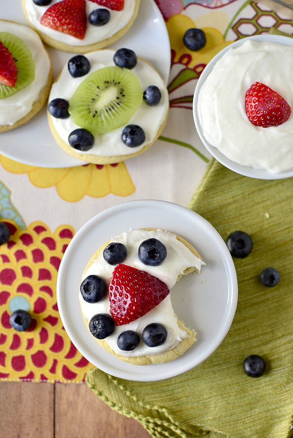 Mini Fruit Pizzas with Marshmallow Creme Frosting are customizable, sweet, and delicious. The fluffy marshmallow creme frosting is reason enough to make them! I made you a first-day-of-Spring/Easter treat:Mini Fruit Pizzas with Marshmallow Creme Frosting! Easter was one of my favorite holidays growing up – probably right up there with...