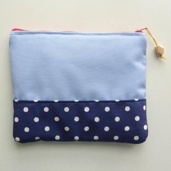 pochette imbottita 18x15 con cerniera azzurra di rocchettiepois