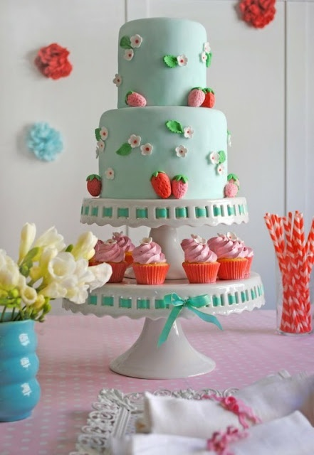 Strawberry Cake | Red Blue