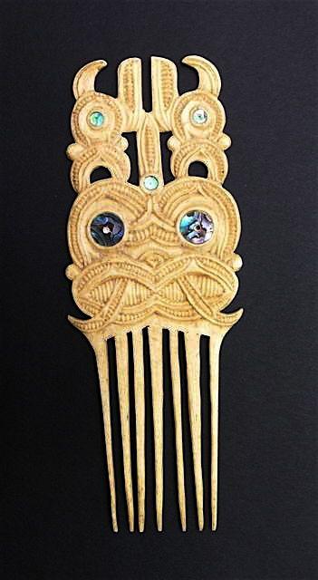 Pataromu Tamatea Heru comb. Wood and abalone shell.