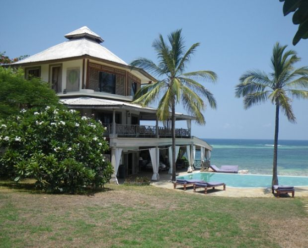 ALFAJIIRI VILLAS- It overlook the Indian Ocean and their elevated positions ensure privacy and stunning views. African Style villas where the theme is high Makuti roofs, ivory Danish floors, wooden beams,  It consists of three villas - one with two double rooms and two with four doubles. They are beautifully decorated, bright and airy Caribbean style buildings situated on Diani beach, about an hour's drive from Mombasa.