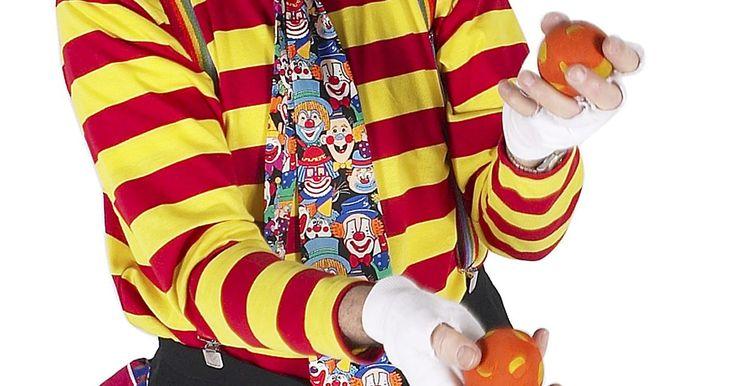 Salarios de los artistas de circo . El circo está lleno de talentos. Desde el acróbata que camina por la cuerda floja a grandes alturas hasta el payaso que socializa con el público, los artistas de circo son animadores profesionales. Además, la vida en el circo es exigente. Un circo de gira a menudo ofrece más de 300 presentaciones en un año. Los artistas rara vez están en la misma ...
