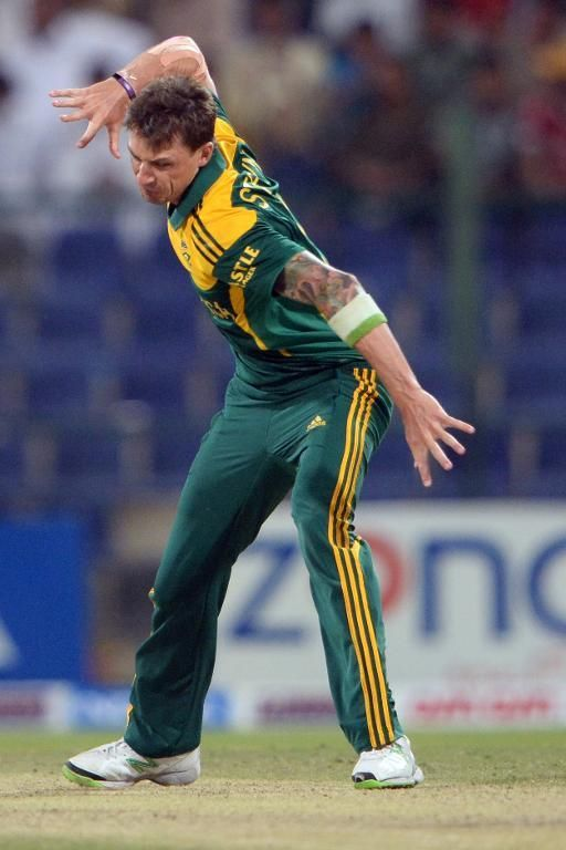 231-8.   South African bowler Dale Steyn celebrates after he clean bowled of Pakistani cricketer Saeed Ajmal during the fourth day-night international in Sheikh Zayed Cricket Stadium in Abu Dhabi on November 8, 2013 (AFP Photo/Asif Hassan)