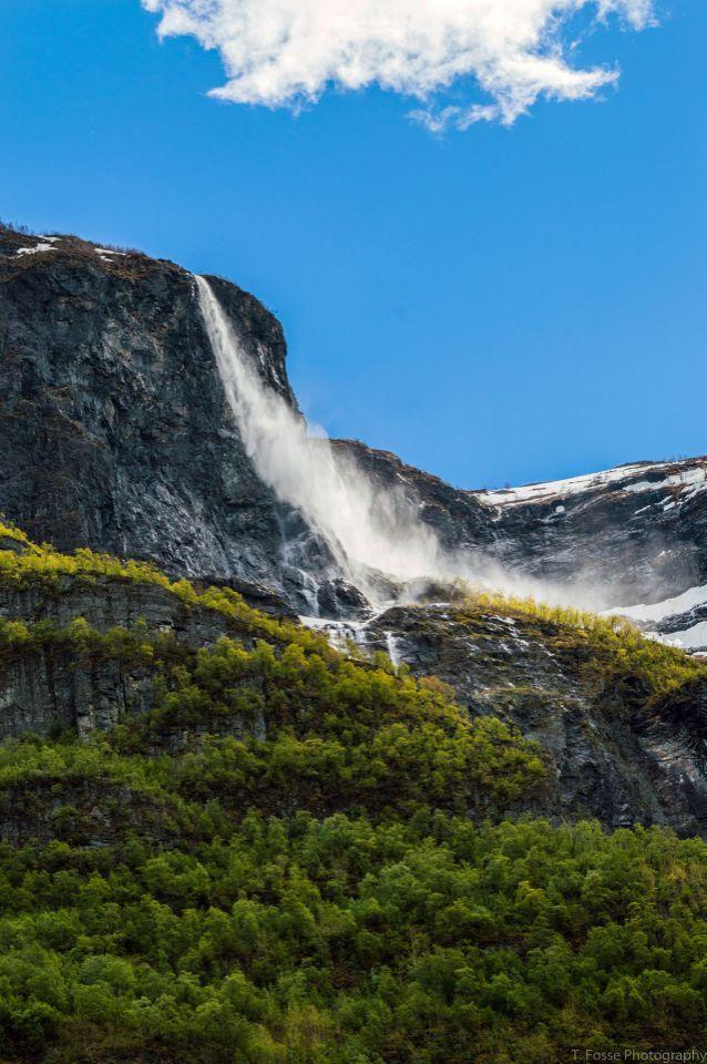 <p>Kjelfossen, Norway, height 755 meters, 2,477 feet. (Tommy Fosser/Caters News)</p>