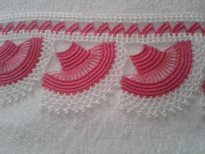 Pembe beyaz örgü havlu kenarı el işi