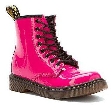 #2locos www.2locos.com Girls' Dr. Martens Delaney boots. ¡En brillante patente!