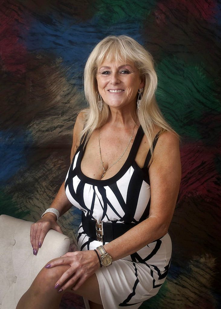 What A Sexy Granny  Mature Ladies In 2019  Sexy Older -4358