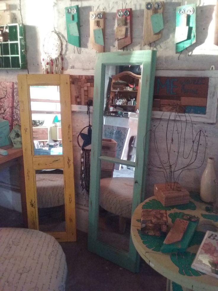 Espejos reciclados de persianas y ventanas