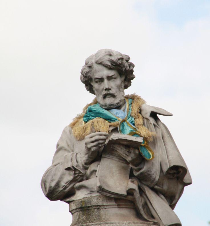 En avril, ne te découvre pas d'un fil - Paris - Avril 2014 - Statue de Gavarni - Place Saint-Georges