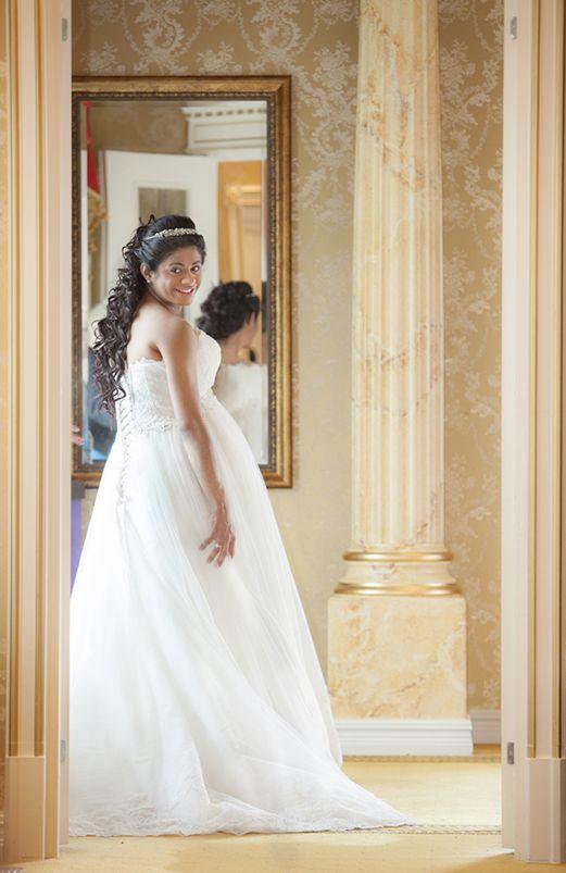 Beautiful bride. Photo By Teija Pekkala
