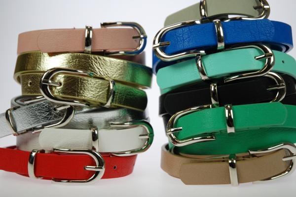 Ancho: 2 cm. Lote de 12 cinturones, surtidos de colores y tallas. . Composición: PU