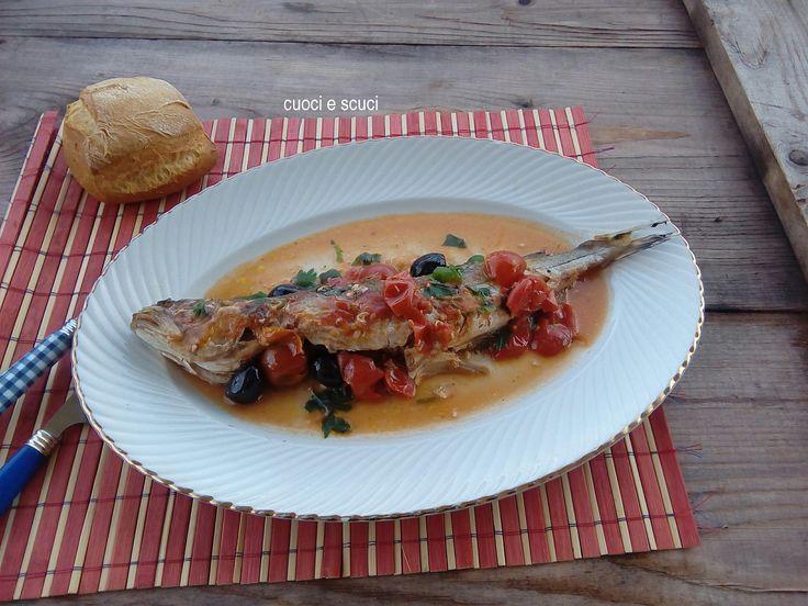 Il nasello all'acqua pazza è una ricetta tipica Napoletana molto saporita,vi conviene saltare il primo piatto, la scarpetta è assicurata!