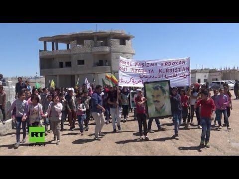 """Syrien: """"Zu Gunsten des IS"""" - Hunderte Kurden demonstrieren gegen türkis..."""