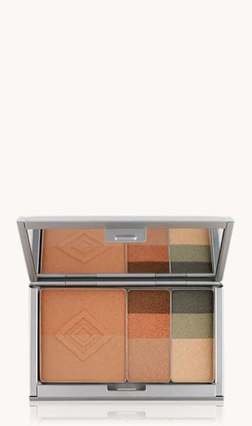 Recycled, refillable compact lets you customise your favourite shades. Holds up to eight <strong>single eye colours</strong>, or one <strong>dual foundation</strong> or <strong>pressed powder</strong> and one <strong>face accents</strong>.