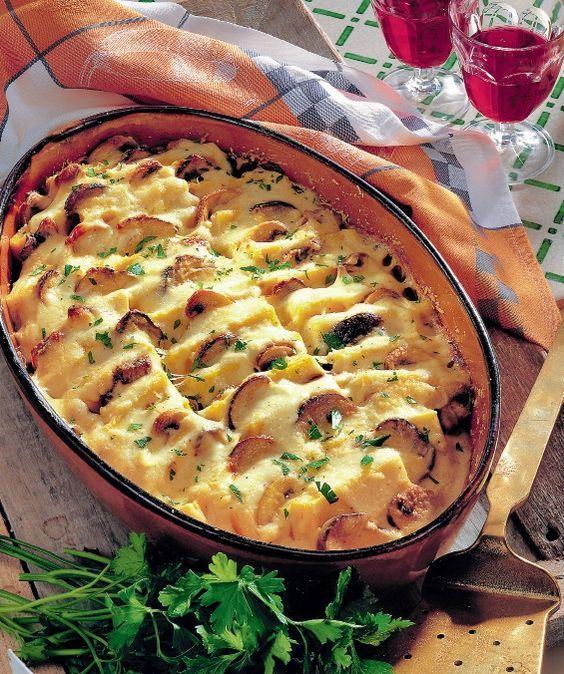 Mămăliga cu ciuperci este perfectă şi pentru cină, şi pentru prânz. În plus se face uşor şi nu necesită multe ingrediente. Iată reţeta!