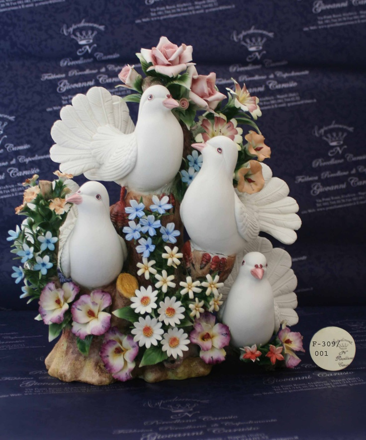 trunk 'tree with doves and flowers in Capodimonte Porcelain.Made in italy, hand made by Porcellane Carusio- Napoli