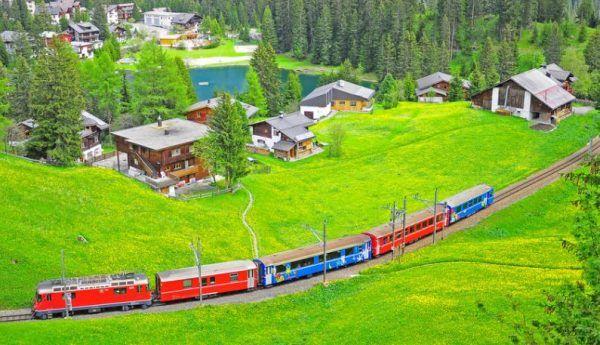 الاماكن السياحية في سويسرا جولة بين الثلوج والطبيعة العذراء الهجرة معنا Golf Courses Field
