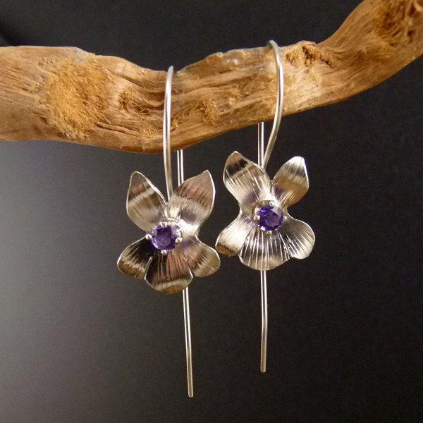 Violetas plata pendientes metal hecho a mano de elfi74 en Etsy https://www.etsy.com/es/listing/218587415/violetas-plata-pendientes-metal-hecho-a
