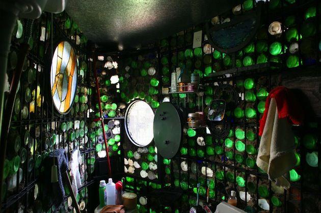 Oltre 25 fantastiche idee su bottiglie di birra che ti for Case costruite su pendii