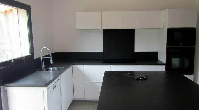 Cuisine Plan De Travail Granit Noir Zimbabw Vieilli