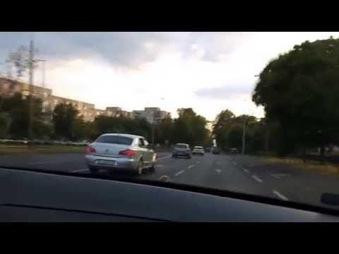 Apa vezetés közben