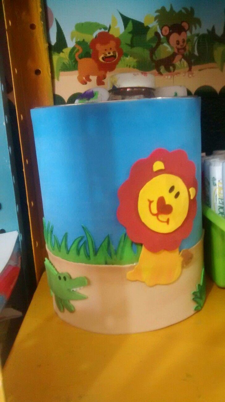 DIY combinando foami con pintura  #coniher recipiente para guardar cosas de acuerdo a la temática del salón