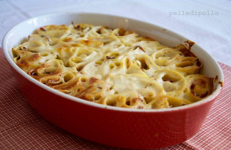 Nidi di rondine al forno con funghi misti, prosciutto cotto e besciamella. Pasta al forno semplice da preparare ma di grande effetto!