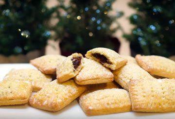 Рецепт печенья с вареньем  Рецепт печенья с вареньем от Джеммы Королевы кексов, подруги и коллеги Джейми. Вкусное и красивое печенье с начинкой...  У Джеммы чисто английское убийство... ой, печенье, она использует типичную английскую начинку для паев, но печенье получится, если рецепт немного изменить.