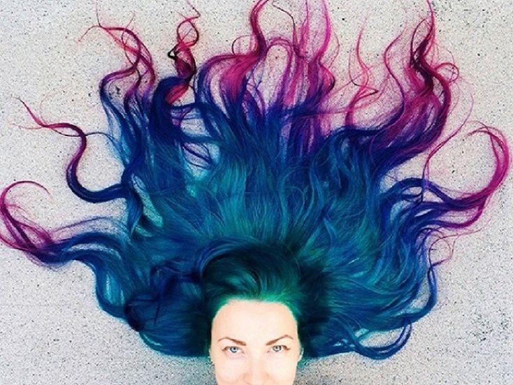 Tintes fantasía Manic Panic fortificado con pigmentos vegetales, sin amoniaco, sin parabenos y libres de PPD. Duran de 10 a 12 lavados y tenemos una amplia gama de colores. ¡No lo dudes y pinta ya tu pelo de tu color preferido!