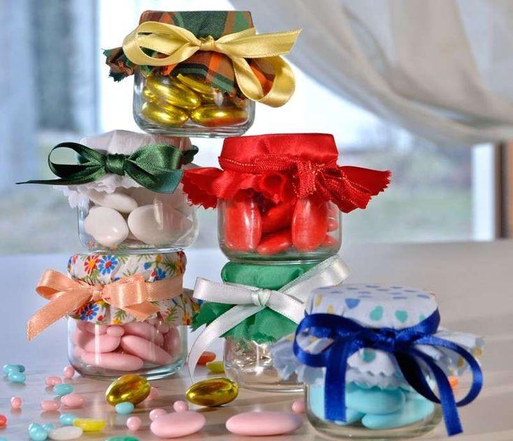 Bomboniere per la Prima Comunione fai da te - Confetti colorati nei vasetti