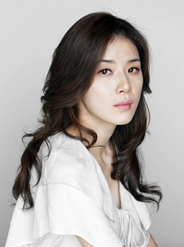 Lee Bo-Young  이보영
