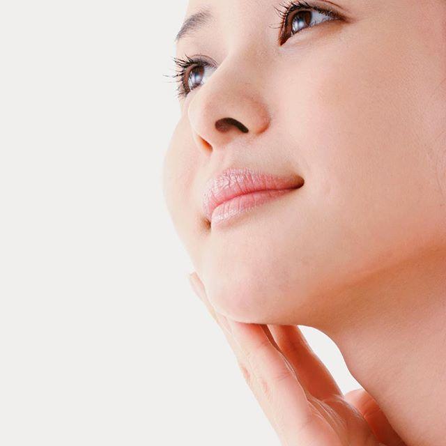 2016/11/07 09:08:27 surya1107 武蔵野市から来院されました、N様49歳。 頬のたるみと首のシワが気になり美容鍼を希望されての来院。 頭を使うことも多く頭皮の緊張が強くみられる。 皮膚の緊張がシワとの関連があることを説明し緊張を取ることを第一の目標として施術を開始しました。 施術の翌日に張りの違いに驚き電話をいただきました。 その後順調の様子です。  インディバ+美容針を行うサロンは都内でも少なく、美容鍼と組み合わせることで、極上肌への効果を高めることを目的に行っていきます。「肌質の改善」と「細胞の活性化」を行うため、美容鍼+インディバフェイシャルの美容効果は、体の内側からのアンチエイジングを可能にし、他のフェイシャルでは体感出来ない効果がございます。  美容鍼+インディバフェイシャル約60分 9,000円(税抜き)⇒初回5400円(税抜)  美容鍼+インディバフェイシャル+ヘッドマッサージ 12,000円(税抜き)⇒初回7200円(税抜) 【所在地】 東京都武蔵野市吉祥寺本町2-4-2 1F…
