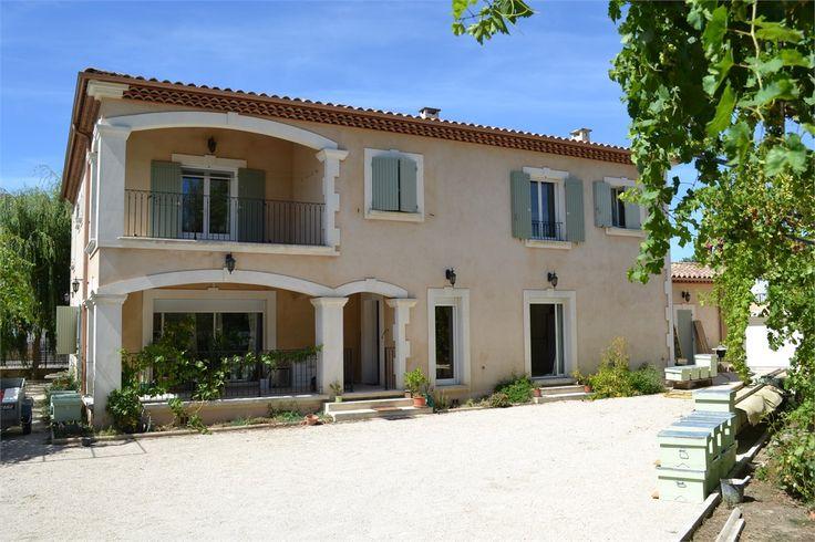 A la recherche d'une maison confortable et raffinée ? Cette propriété est faite pour vous !     > 269 m², 8 pièces dont 6 chambres et un terrain de 500 m².     Plus d'infos > Gérald Sutur, conseiller immobilier Capifrance.