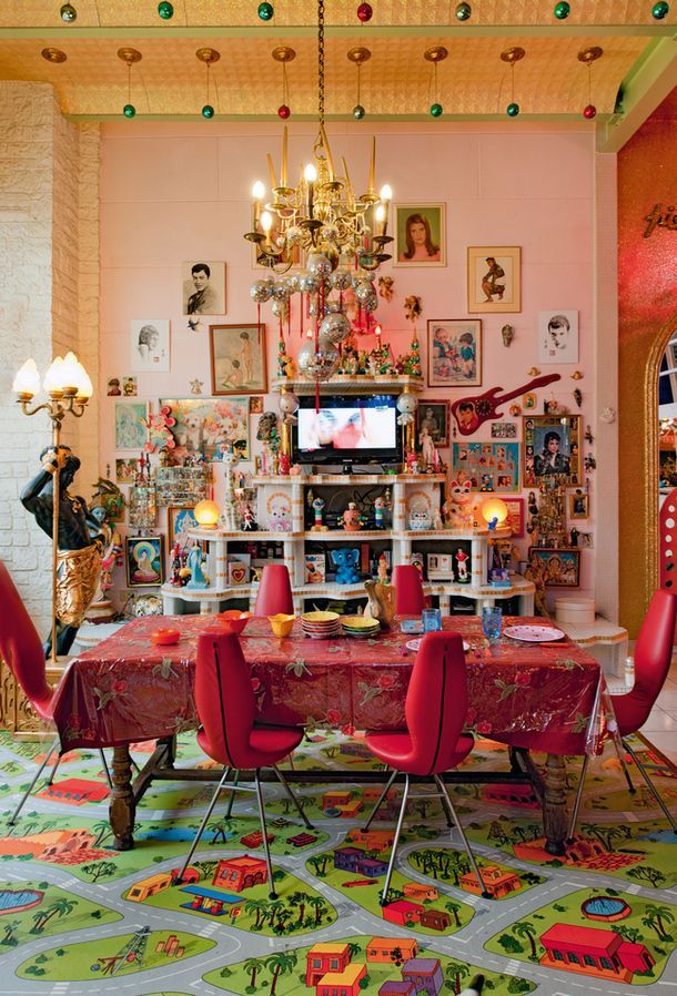 Pink dining room in the home of artists/photographers Pierre Commoy and Gilles Blanchard in Pre Saint Gervais, France - Photography by Gilles de Laubier - http://www.homedecoratings.net/pink-dining-room-in-the-home-of-artistsphotographers-pierre-commoy-and-gilles-blanchard-in-pre-saint-gervais-france-photography-by-gilles-de-laubier