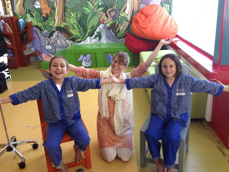 My blog post on sharing yoga with childhood cancer patients in Bethlehem, Palestine. Such an honour to spend time with these kids and see the hope and healing they receive at this amazing pediatric oncology centre. |||||| http://www.robynlongyoga.com/2014/09/01/yogathriveforyouthbethlehem/