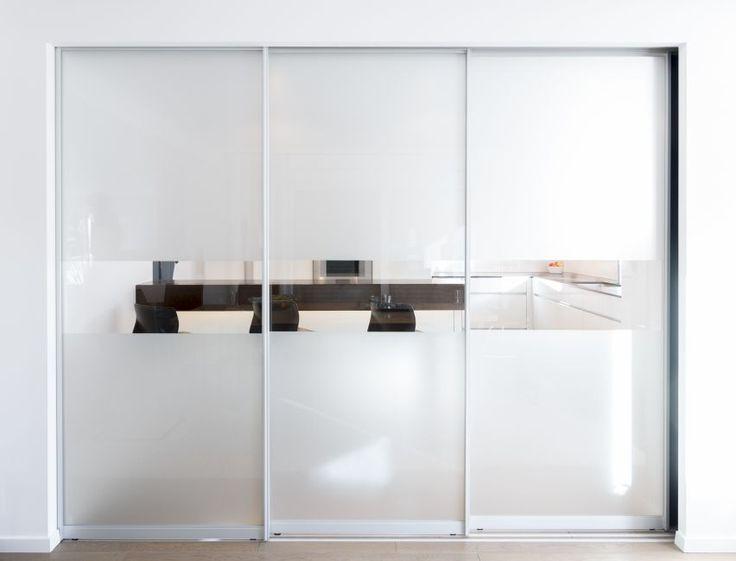 Schiebetüren, Glas als Abtrennung von Küche und Esszimmer. Von Klocke Interieur Möbelwerkstätte GmbH