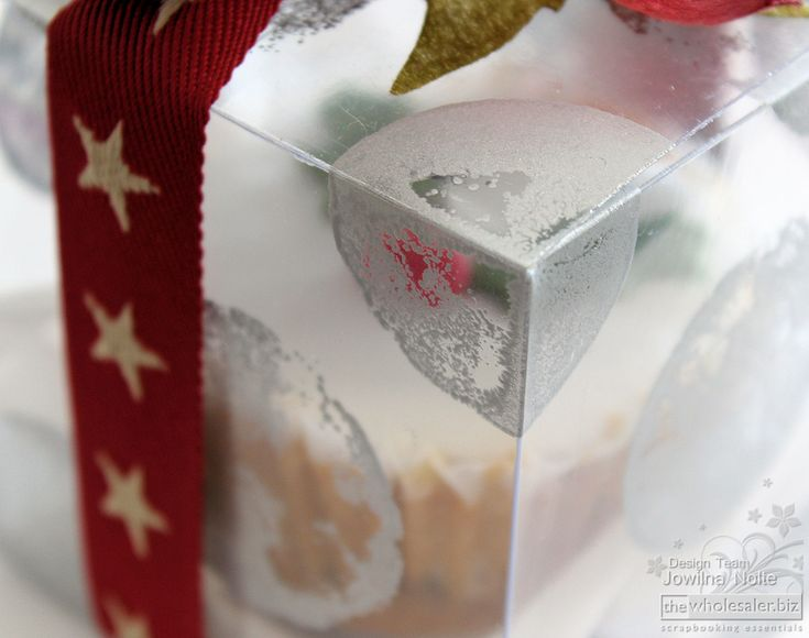With the Christmas fast approaching what better way than to personalize festive handmade gift packaging. Take a look at my is a easy to follow tutorial.