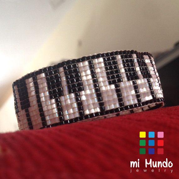 Piano miyuki loom beaded bracelet handmade by Mi Mundo Jewelry, piano keys bracelet for her, music bracelet, music jewelry