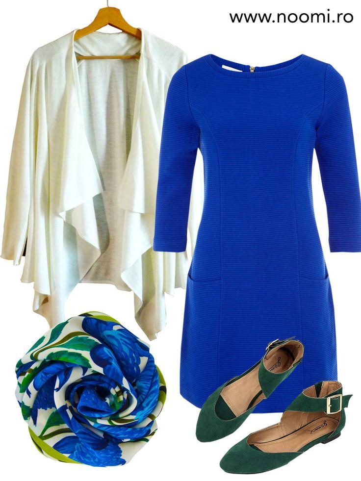 Tinuta de zi cu blazer-ul din jerse alb-lapte creat de Noomi si rochie albastru-cobalt. Pentru weekend-uri insorite si zile pline.
