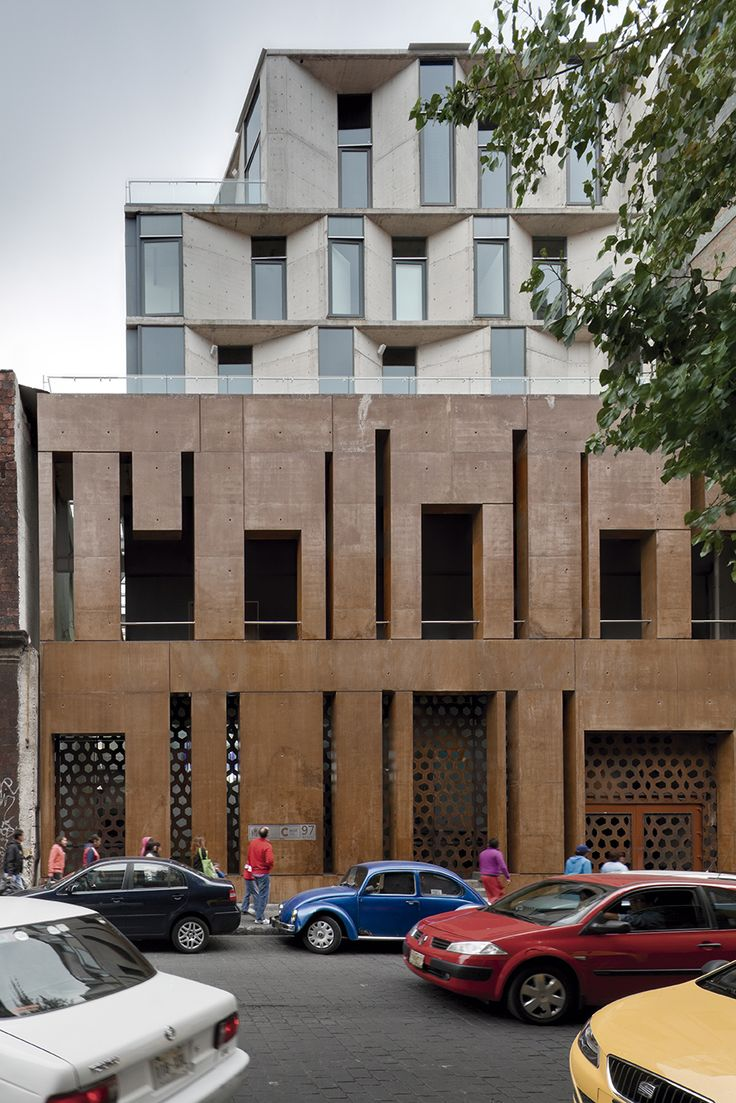 With its strategic location in the historical center of Mexico City, the project generates an urban passage through the Spanish Cultural Center, allowing pedestrians to cross from Guatemala St. into Donceles St. The context conditions allowed a firs
