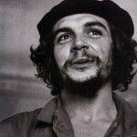el símbolo de la lucha contra la opresión y líder político latinoamericano, Ernesto Che Guevara es un líder los jóvenes revolucionarios de todo el mundo