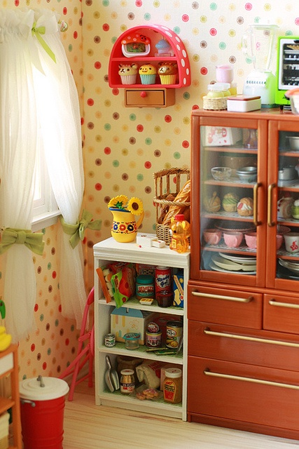 I like the colors here-polka dots are like fiesta dishes. Love the off-white background and wood stain.