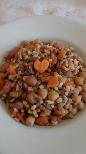 Zuppa di legumi e cereali (fagioli, ceci, lenticchie, kamut, orzo e farro) #mangiare sano