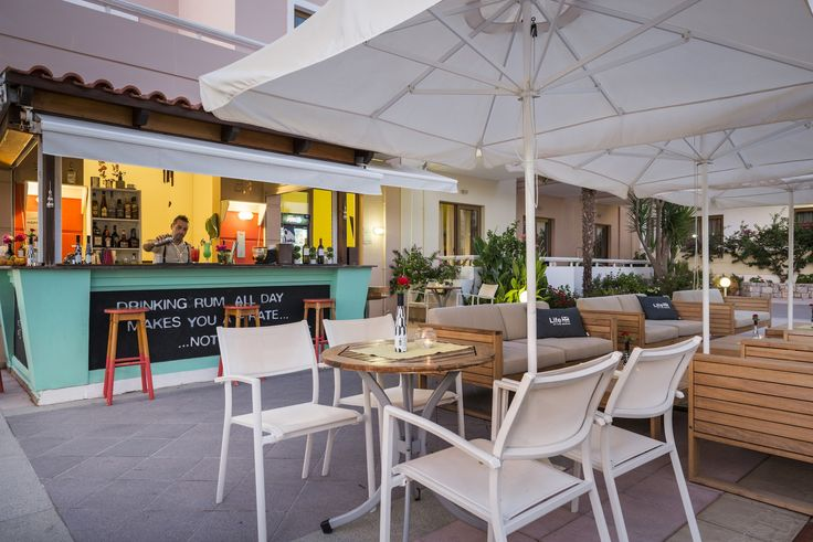 This is the life. The hotel pool bar is perfect for those days by the pool. We'll have a Margarita please!! #Oscar #OscarHotel #OscarSuites #OscarVillage #OscarSuitesVillage #HotelChania #HotelinChania #HolidaysChania #HolidaysinChania #HolidaysCrete #HolidaysAgiaMarina #HotelAgiaMarina #HotelCrete #Crete #Chania #AgiaMarina #VacationCrete #VacationAgiaMarina #VacationChania #bar #poolbar