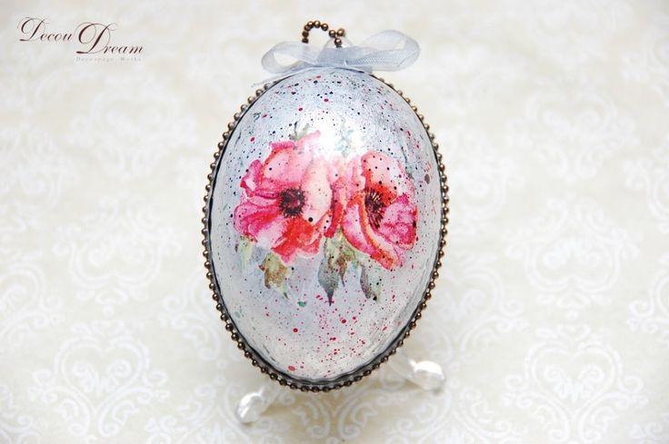 A decoupage silver poppy Easter egg --- Pisanka decoupagepowa by www.facebook.com/Decoudream