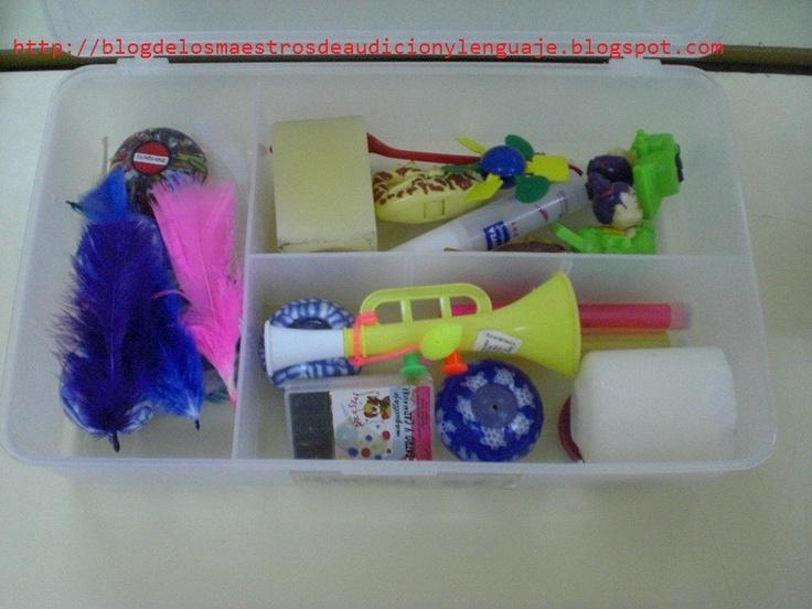 Caja 2 estimulación del soplo: plumas, trompetas, pequeños objetos con ruedas, pajitas, pomperos, etc.